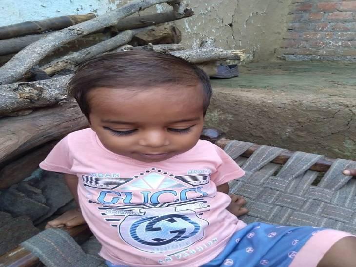 3 साल का अयान नाली में डूब गया था, परिजन 5 दिन से तलाश कर रहे थे। आज शव मिला। - Dainik Bhaskar