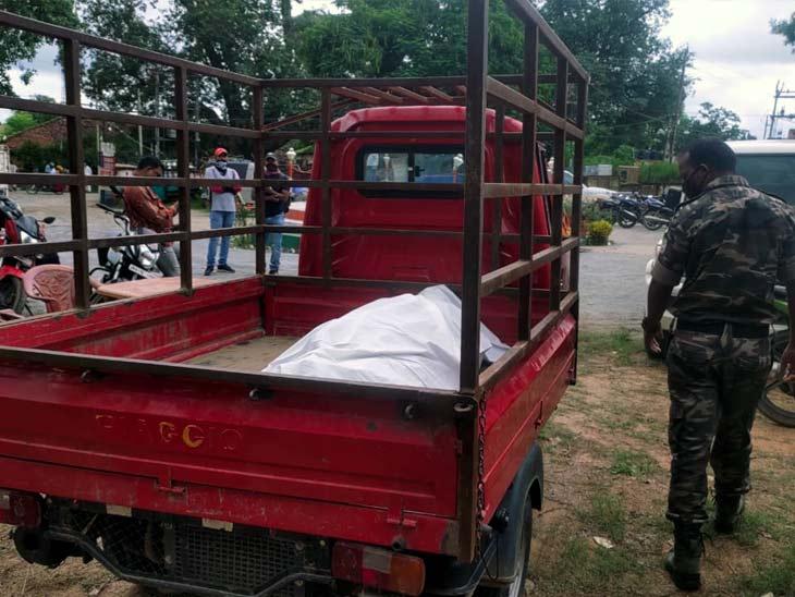 जंगल में विस्फोट से एक ग्रामीण की मौत, कल घटनास्थल के पास ही विस्फोट में IED स्पेशलिस्ट डॉग द्रोण हुए थे शहीद|रांची,Ranchi - Dainik Bhaskar