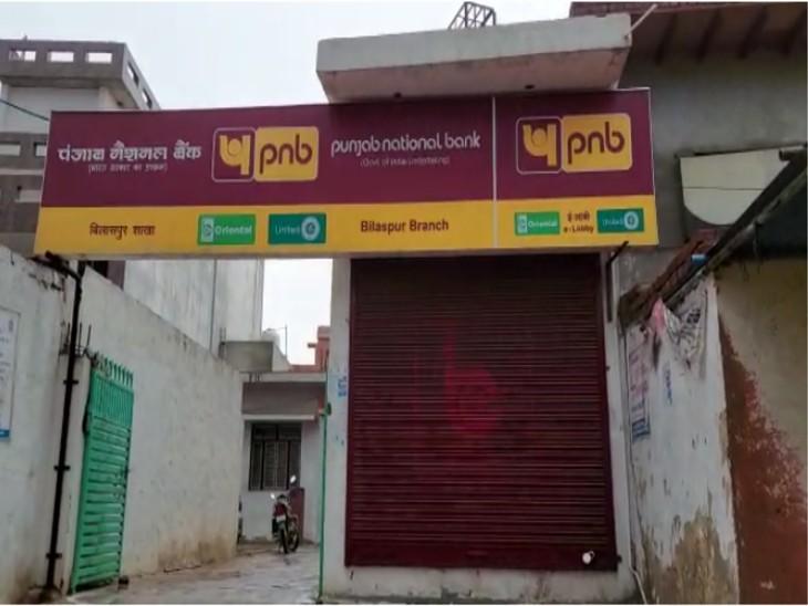 एटीएम मशीन को गैस कटर से काट चोरों ने उड़ाई नगदी। - Dainik Bhaskar