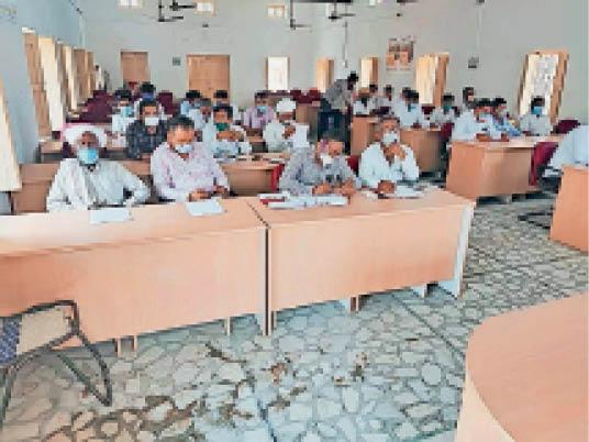 बायतु. साधारण सभा की बैठक में उपस्थित लोग। - Dainik Bhaskar