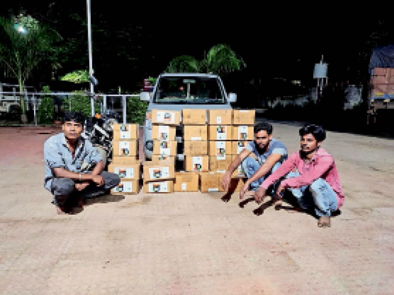 चोरी की गई जब्त दवाईयों के साथ पुलिस की गिरफ्त में आरोपी। - Dainik Bhaskar