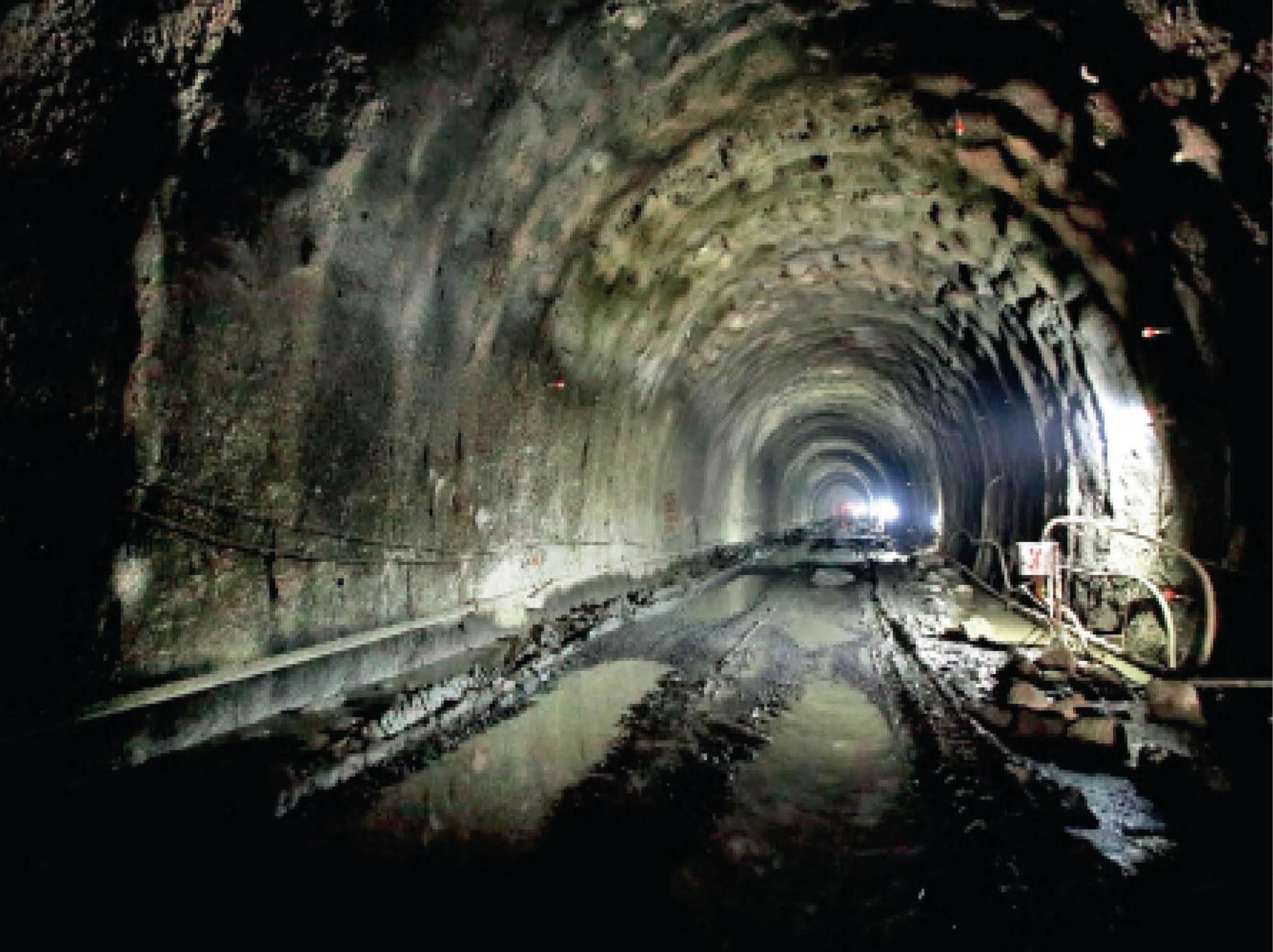 1640 करोड़ की इंदौर-दाहोद लाइन पर 847 करोड़ खर्च, 200 किमी लाइन के 37 किमी में काम हुआ, वह भी अधूरा|इंदौर,Indore - Dainik Bhaskar