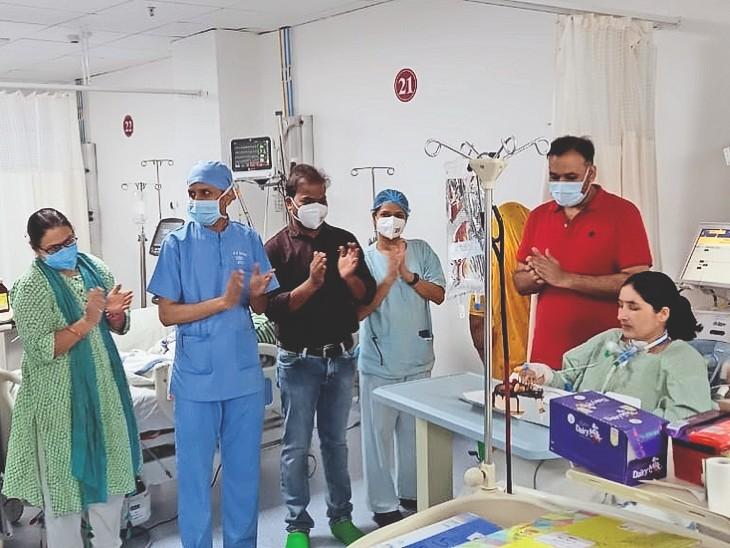 संक्रमित गर्भवती ने वेंटिलेटर पर बच्चे को जन्म दिया, 38 दिन ICU में जिंदगी का संघर्ष किया, जन्मदिन एम्स में हेल्थकर्मियों ने मनाया|जोधपुर,Jodhpur - Dainik Bhaskar