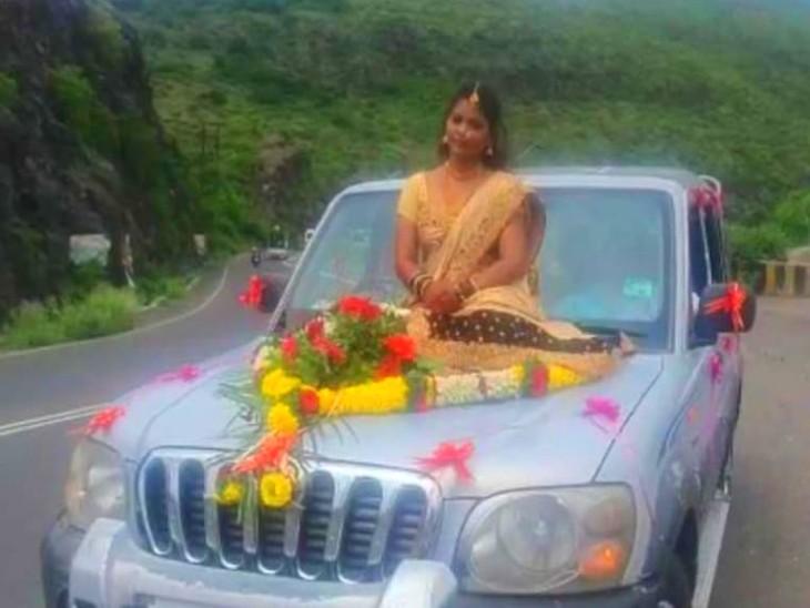कार पर लगे नंबर प्लेट के आधार पर पुलिस ने पहले इसके मालिक और फिर शादी के मंडप का पता लगाया और वहां पहुंच 4 लोगों पर केस दर्ज किया। - Dainik Bhaskar