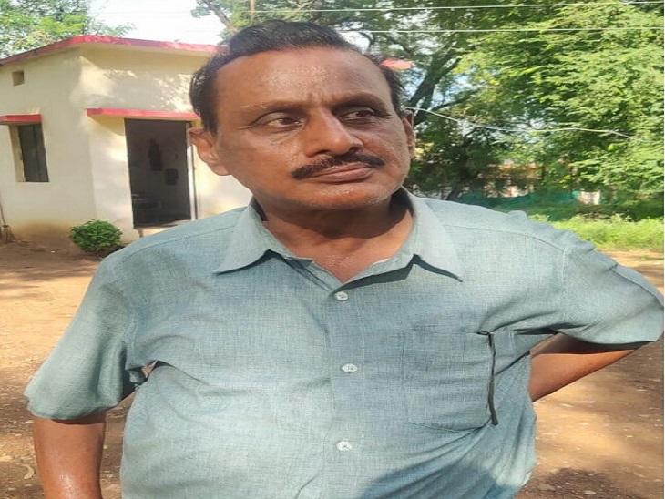 पुलिस ने अब खेल अधिकारी किशोर मेहरा को गिरफ्तार कर लिया है। - Dainik Bhaskar
