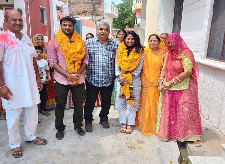 भारूंदा के सगे भाई-बहन करिशमा-कर्मवीर व सारंगवास के विश्वजीत का आरएएस में चयन, ढोल-नगाड़ों से किया स्वागत, बोले सफलता को कोई शार्ट कट नहीं राजस्थान,Rajasthan - Dainik Bhaskar