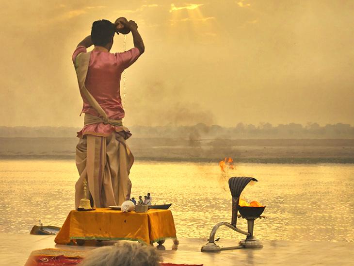 इस दिन तीर्थ स्नान और दान के साथ ही उगते हुए सूरज की पूजा करने से बढ़ती है उम्र और सकारात्मक ऊर्जा धर्म,Dharm - Dainik Bhaskar