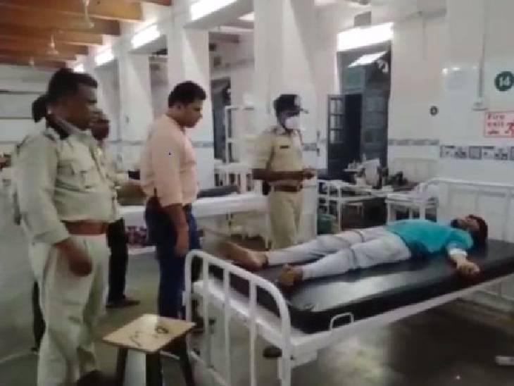 पुलिस अस्पताल में घायल के बयान लेने पहुंची। - Dainik Bhaskar