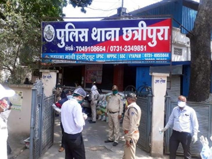 इंदौर में अकाउंटेंट ने अपनी पत्नी के ही खाते में कर लिए रुपए ट्रांसफर, पति-पत्नी सहित अन्य पर मामला दर्ज|इंदौर,Indore - Dainik Bhaskar