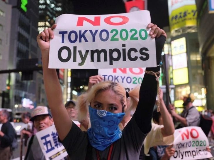 कोरोनाकाल में ओलिंपिक आयोजन को रद्द कराने के लिए जापान में सड़कों पर विरोध प्रदर्शन भी हुए हैं।