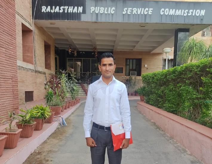 किसान का बेटा बना आरएएस अधिकारी, RAS हनुमानराम बोले- मैंने पिता का सपना था किया पूरा, रेगुलर पढ़ाई से मिली सफलता|बाड़मेर,Barmer - Dainik Bhaskar