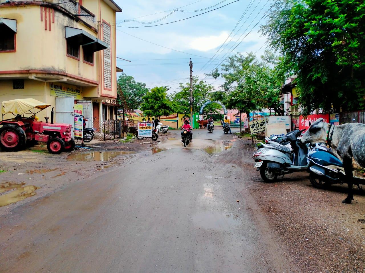 खंडवा में रिमझिम बरसात, जीडीसी कॉलेज गेट। - Dainik Bhaskar