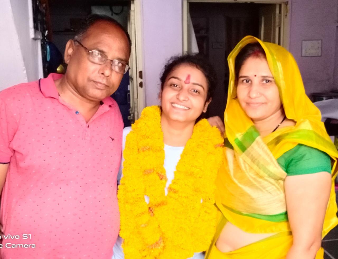 बेटी के लिए घर छोड़ किराए के कमरे में रहा परिवार, प्री की पहली कटऑफ में नहीं था नाम, संशोधन के बाद आया नंबर|राजस्थान,Rajasthan - Dainik Bhaskar