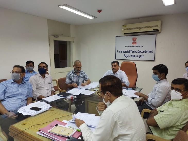 मुख्य आयुक्त रवि जैन अधिकारियों की बैठक लेते। - Dainik Bhaskar