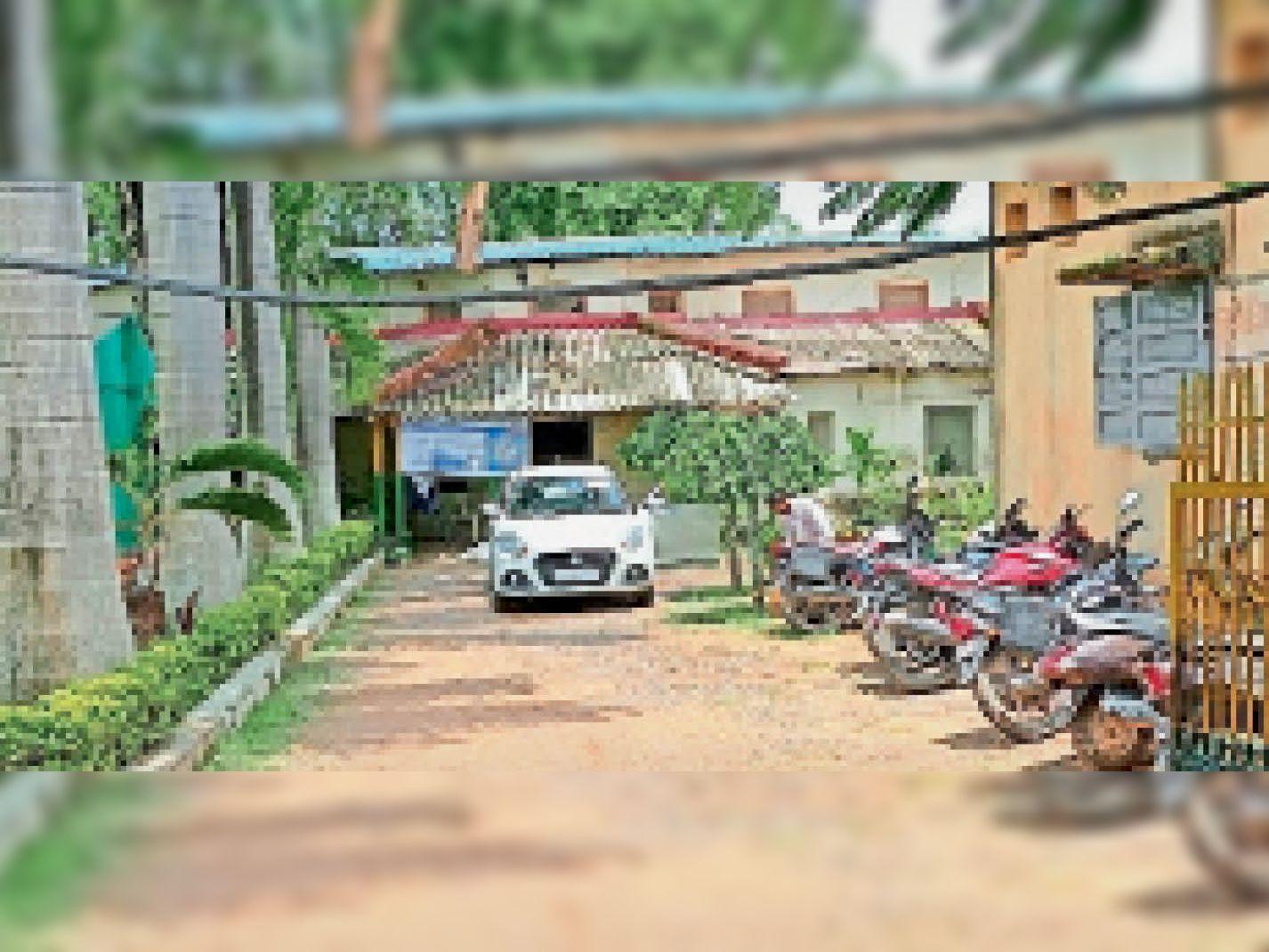 उद्यान विभाग में पहुंची जांच टीम। - Dainik Bhaskar