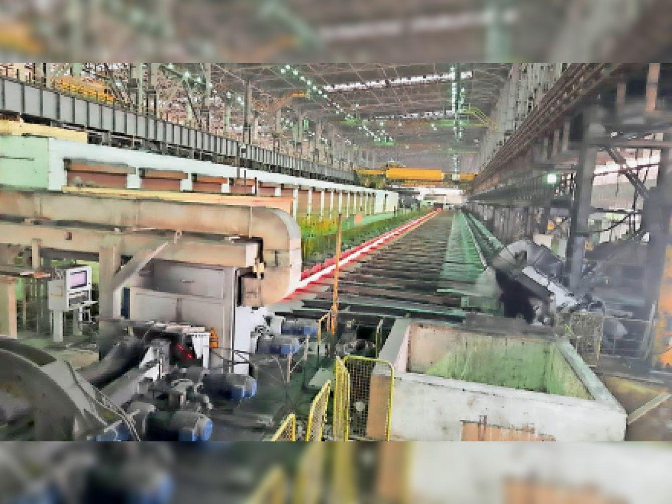 बीएसपी के सभी मिलों में स्टील प्रोडक्ट का उत्पादन तेजी से चल रहा। - Dainik Bhaskar