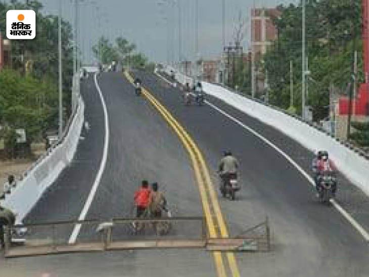 वाराणसी-गाजीपुर मार्ग पर थ्री लेन का आरआरओबी बनाया गया है जिससे यहां लगने वाले जाम की समस्या से निजात मिल जाएगी।