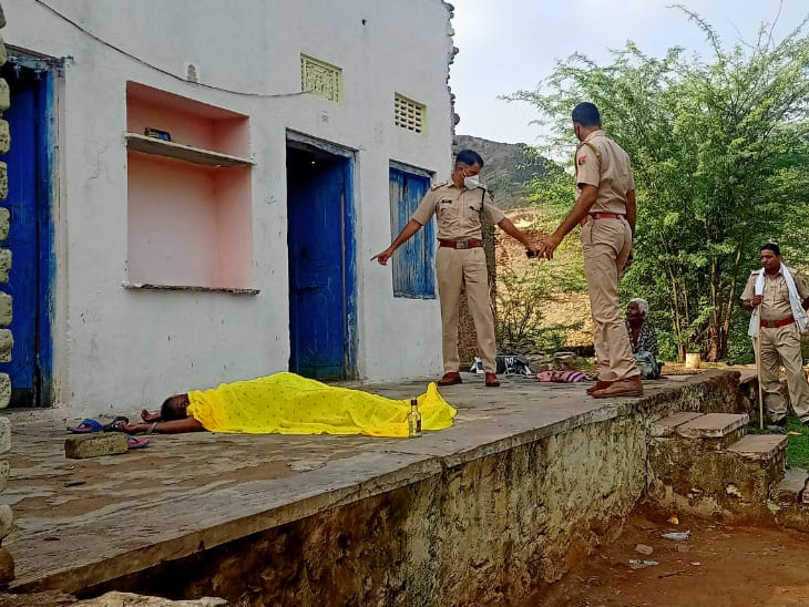 मामले की जांच करने मौके पर पहुंची पुलिस। - Dainik Bhaskar