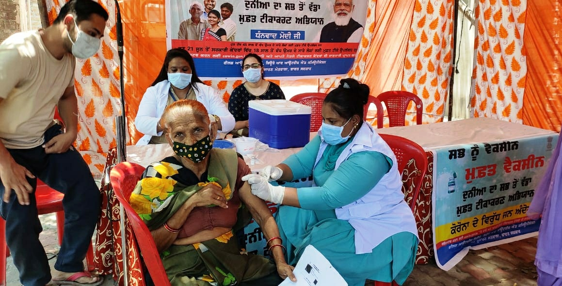 सप्लाई नहीं होने पर करना पड़ रहा इंतजार, पहले हफ्ते में 72944 ने लगवाए टीके, दूसरे सप्ताह में 24766 को मिला मौका|पंजाब,Punjab - Dainik Bhaskar
