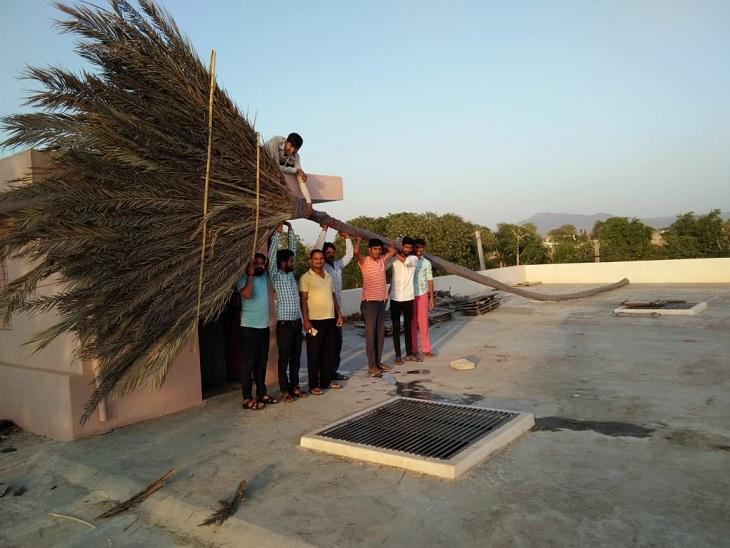 30 बांस की स्टिक, खजूर की पत्तियों से 15 दिन में बनाई 66 फीट लंबी झाड़ू, 145 किलो वजन, लिम्का बुक ऑफ रिकॉर्ड में दर्ज|सवाई माधोपुर,Sawai Madhopur - Dainik Bhaskar