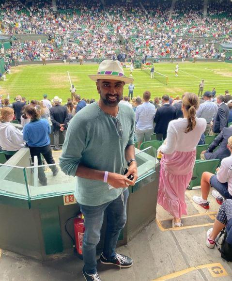 अश्विन टेनिस ग्रैंड स्लैम विम्बलडन का मैच देखने पहुंचे।