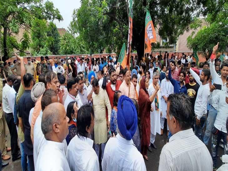 बीजेपी एससी मोर्चा के सदस्यों ने कहा पंजाब सरकार ने कुछ नहीं किया।