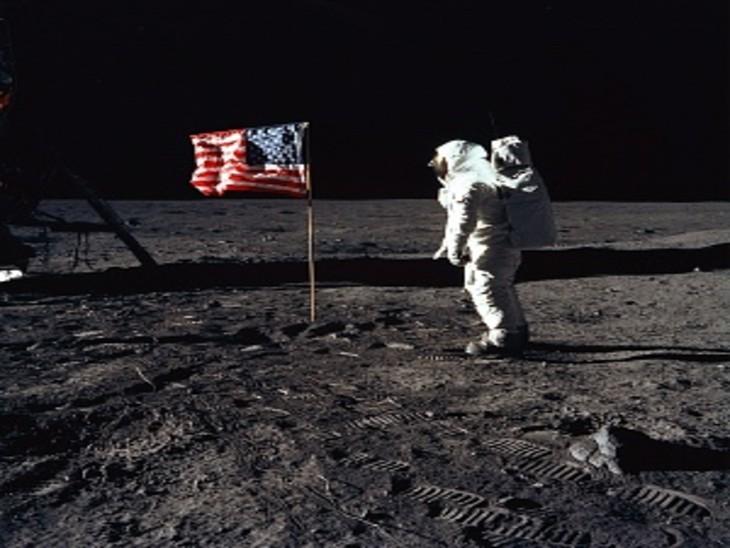 चांद की सतह पर नील आर्मस्ट्रांग।