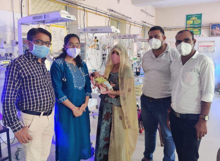 बांगड़ अस्पताल में प्रीमैच्योर बेबी का शिशु रोग विशेषज्ञों की देखरेख में करीब दो माह तक उपचार चला। - Dainik Bhaskar