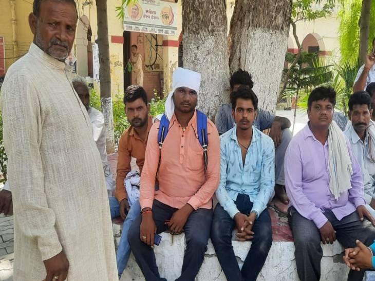 क्राइम ब्रांच अधिकारी बनकर बकरा व्यापारी को लूटा, हथियारों के बल पर बंधक बनाकर अपने वाहन में बैठाया|फिरोजाबाद,Firozabad - Dainik Bhaskar