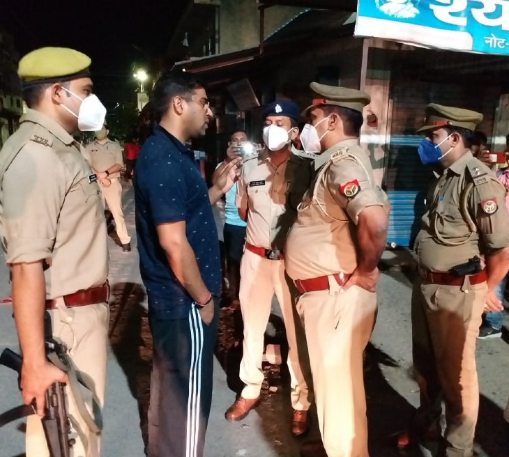 देर रात मौके पर जांच करने पहुंचे डीसीपी वेस्ट संजीव त्यागी - Dainik Bhaskar
