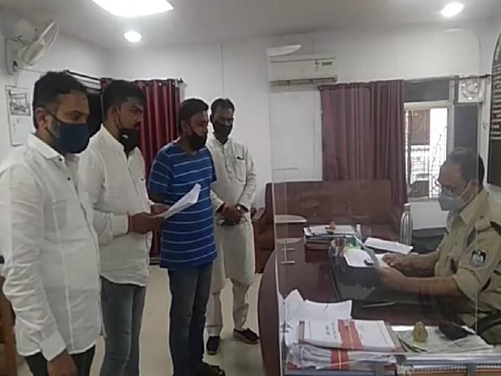 दो लुटेरों ने नागपुर से जबलपुर के लिए बुक कराई कार, रास्ते में नशीला ड्रिंक पिलाकर किया बेहाेश, नकदी, मोबाइल सहित कार ले उड़े बदमाश|जबलपुर,Jabalpur - Dainik Bhaskar