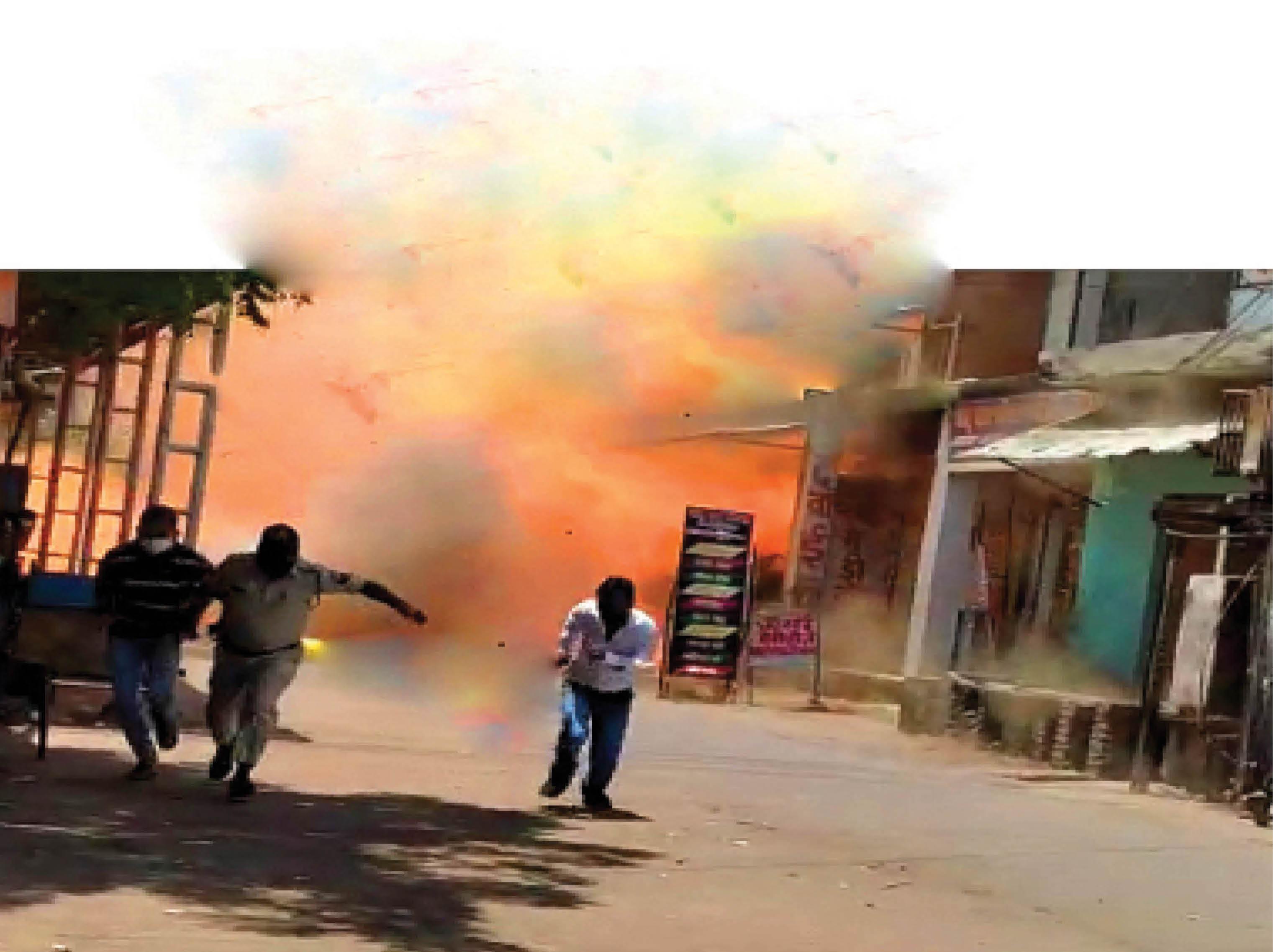 दांतों के निजी अस्पताल सहित दो दुकानें जलकर खाक, 50 लाख रुपए से अधिक का नुकसान - Dainik Bhaskar