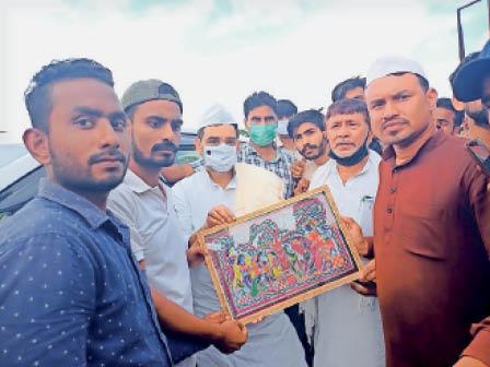 जदयू नेता उपेंद्र कुशवाहा का स्वागत करते कार्यकर्ता। - Dainik Bhaskar