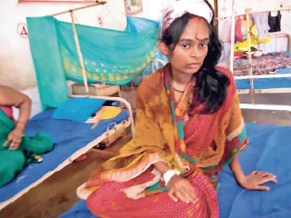 सदर अस्पताल में इलाजरत महिला - Dainik Bhaskar