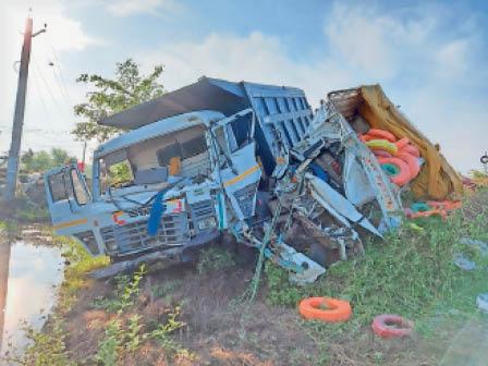 दुर्घटनाग्रस्त वाहन - Dainik Bhaskar