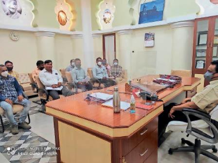 धार. कलेक्टर ने संयुक्त माेर्चा संघ के पदाधिकारियाें से चर्चा की। - Dainik Bhaskar