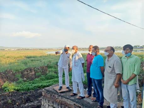 पूर्व मुख्यमंत्री दिग्विजय सिंह के सागर दौरे के दौरान तालाब का निरीक्षण किया। - Dainik Bhaskar