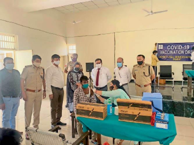 जुलाई के दाे सप्ताह में ही वैक्सीनेशन आधा आ चुका, पहले सप्ताह 24 हजार काे, अंतिम 7 दिनाें में 14 हजार काे लगा टीका पानीपत,Panipat - Dainik Bhaskar