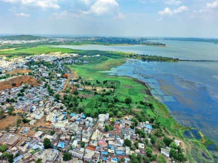 जुलाई करीब-करीब आधा बीत चुका है, लेकिन राजधानी जोरदार बारिश के लिए तरस रही है। - Dainik Bhaskar