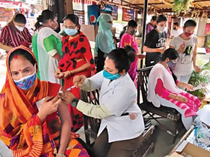 वैक्सीनेशन में उधार की जुगाड़...बुधवार को दूसरे जिलों से मंगाकर लगाए टीके|भोपाल,Bhopal - Dainik Bhaskar