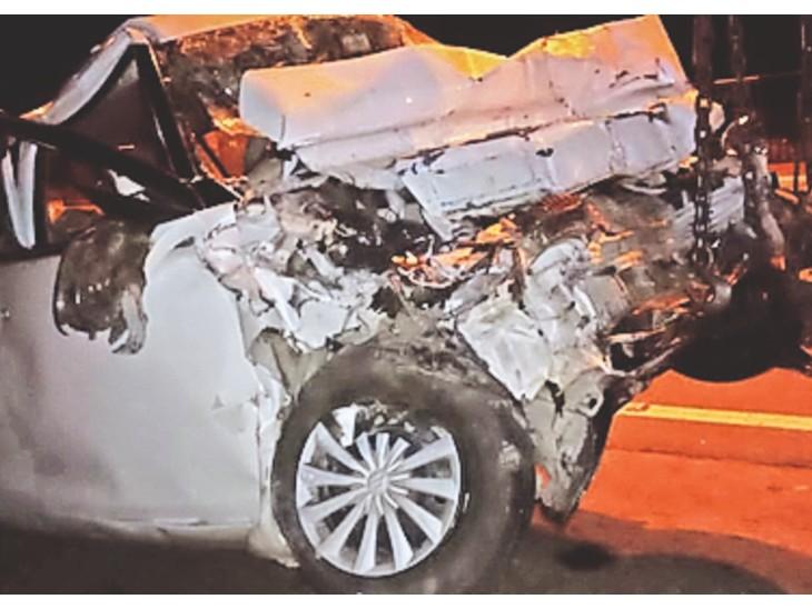 रात करीब 12:30 बजे अजबपुरा गांव के पास दौसा की ओर से आ रही तेज रफ्तार कार ने गलत दिशा में जाकर सामने से आ रहे ट्रक को टक्कर मार दी। - Dainik Bhaskar