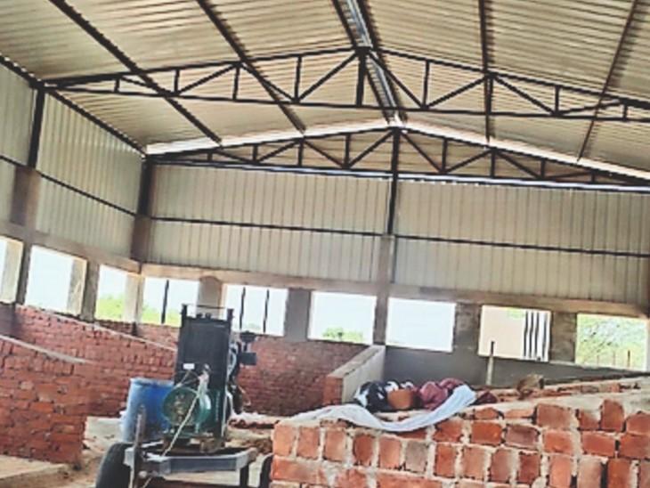 भूरासर की जोहड़ी में खाद बनाने के लिए तैयार शेड निर्माण। - Dainik Bhaskar