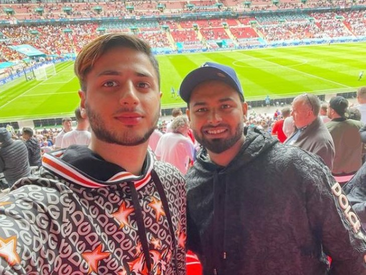 ऋषभ पंत (दाएं) ने छुट्टियों का फायदा उठाकर यूरो कप में इंग्लैंड Vs जर्मनी मुकाबला स्टेडियम जाकर देखा था।