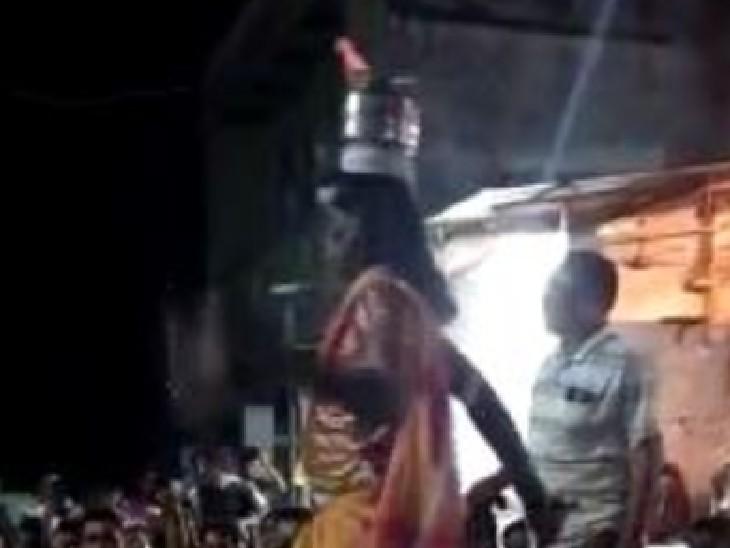 सिर पर कलश रख उस पर जलाते हैं ज्योत।