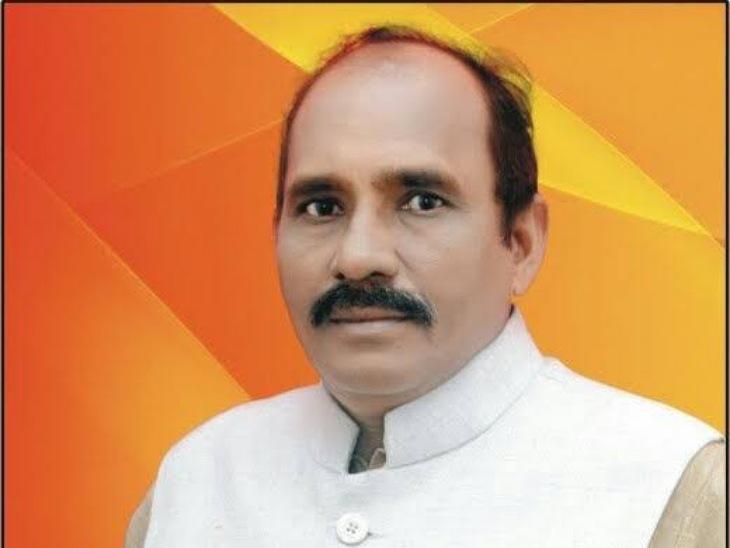 जिलाध्यक्ष राजपाल चौहान ने मामले में कड़ा एक्शन लेने की बात कही है।