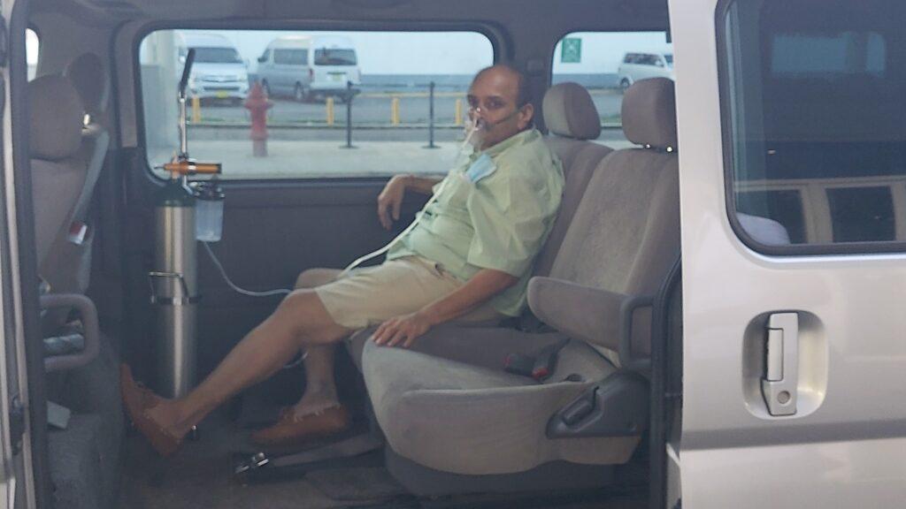 चोकसी पिछले 51 दिन से डोमिनिका में था। इलाज के लिए उसे एंटीगुआ जाने की छूट मिली है। यह तस्वीर उसके एंटीगुआ पहुंचने के बाद की है। (तस्वीर-एंटीगुआ न्यूज रूम)