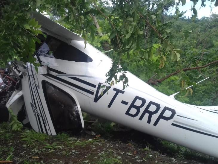 जलगांव के जंगलों में एविएशन एकेडमी का एयरक्राफ्ट क्रैश, फ्लाइट इंस्ट्रक्टर की मौत; महिला ट्रेनी पायलट गंभीर|महाराष्ट्र,Maharashtra - Dainik Bhaskar
