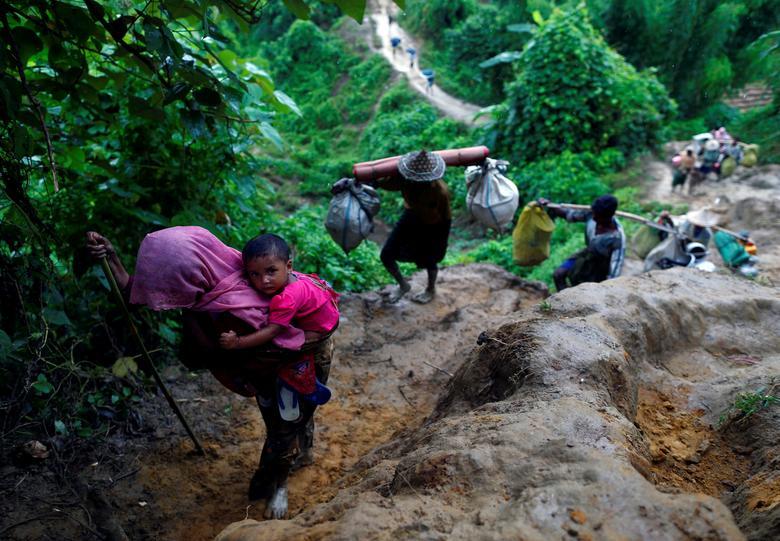 दानिश ने रोहिंग्या समस्या को बहुत मजबूत ढंग से दुनिया के सामने रखा। ये फोटो 8 सितंबर, 2017 को ली गई थी। इसमें म्यांमार सीमा पार कर बांग्लादेश आए रोहिंग्या शरणार्थी दिख रहे हैं। (फोटो- रॉयटर्स)