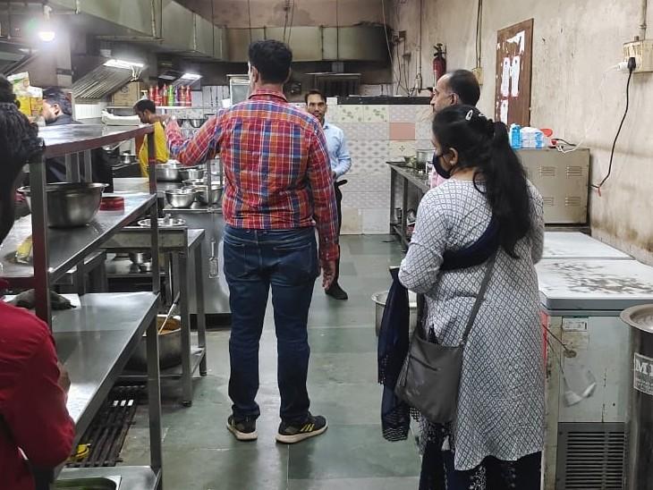 लंबे समय से सुस्त पड़े विभाग ने ताबड़तोड़ शुरू की कार्रवाई, जिले में कई जगह से खाद्य सामग्री के सैंपल लिए; एक्सपायरी डेट का सामान किया नष्ट गुना,Guna - Dainik Bhaskar
