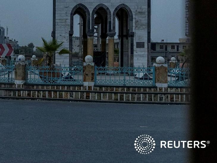 पिछले 18 घंटे से कंधार के बाहरी इलाके में तालिबान विद्रोहियों की ओर से अगवा किए गए एक घायल पुलिसकर्मी को बचाने का मिशन था। इस जिले में सरकार और तालिबान के बीच संघर्ष जारी है। इस कैप्शन के साथ उन्होंने तीन तस्वीरें शेयर की हैं। (सौजन्य-रायटर्स)